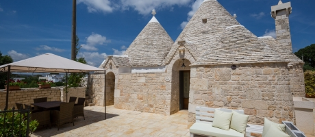 Trullo Ulivo - Main entrance